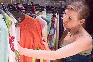22 способа сэкономить на одежде и обуви