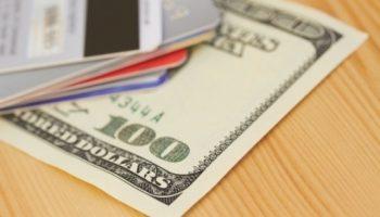 Отпуск: наличные или банковская карта?