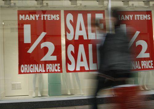 Акции и скидки: экономия или обман?