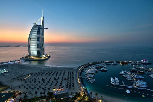 Дубаи вечером