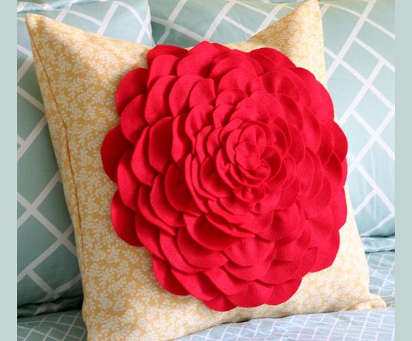 Декоративные подушки из цветов своими руками