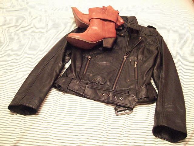 куртка и сапоги