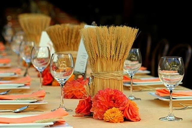 колосья пшеницы на столе