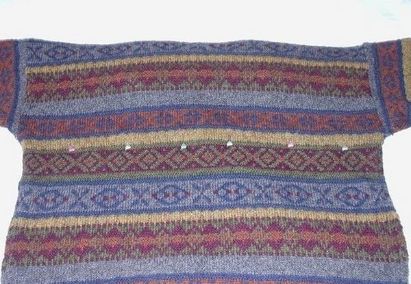 лежанка из свитера-2