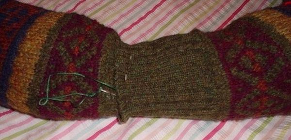 лежанка из свитера-5