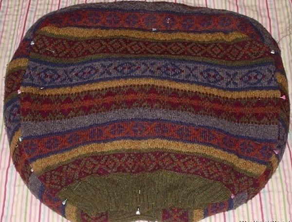 лежанка из свитера-7