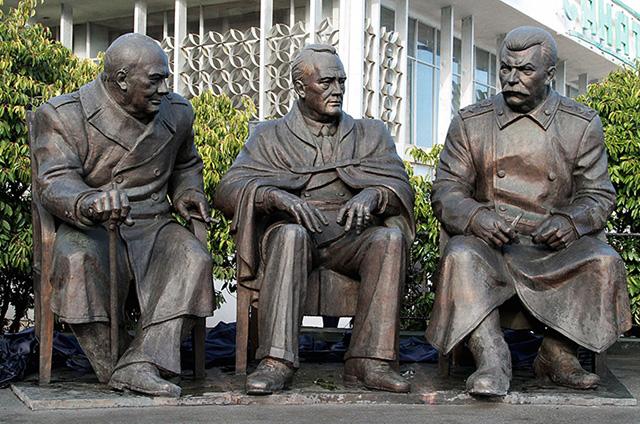 Памятник Черчилю, Рузвельту и Сталину