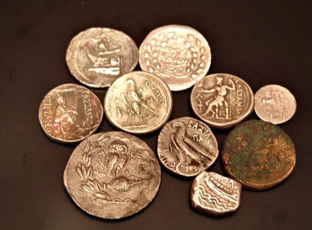 распознавать фальшивое серебро и золото