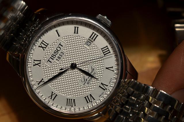 Если же все таки вы хотите купить часы в интернет-магазине, то обращайтесь только в крупные проверенные магазины, которые представляют все необходимые документы с товарами гарантийный талон.
