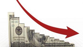 Почему падает доллар: основные факторы и мнения специалистов