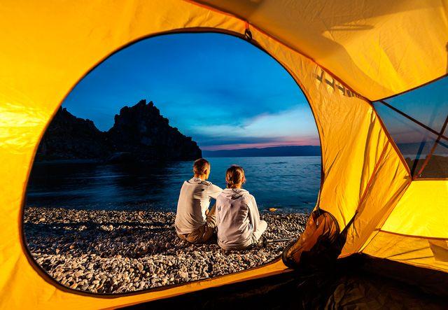 Палатка на берегу Байкала
